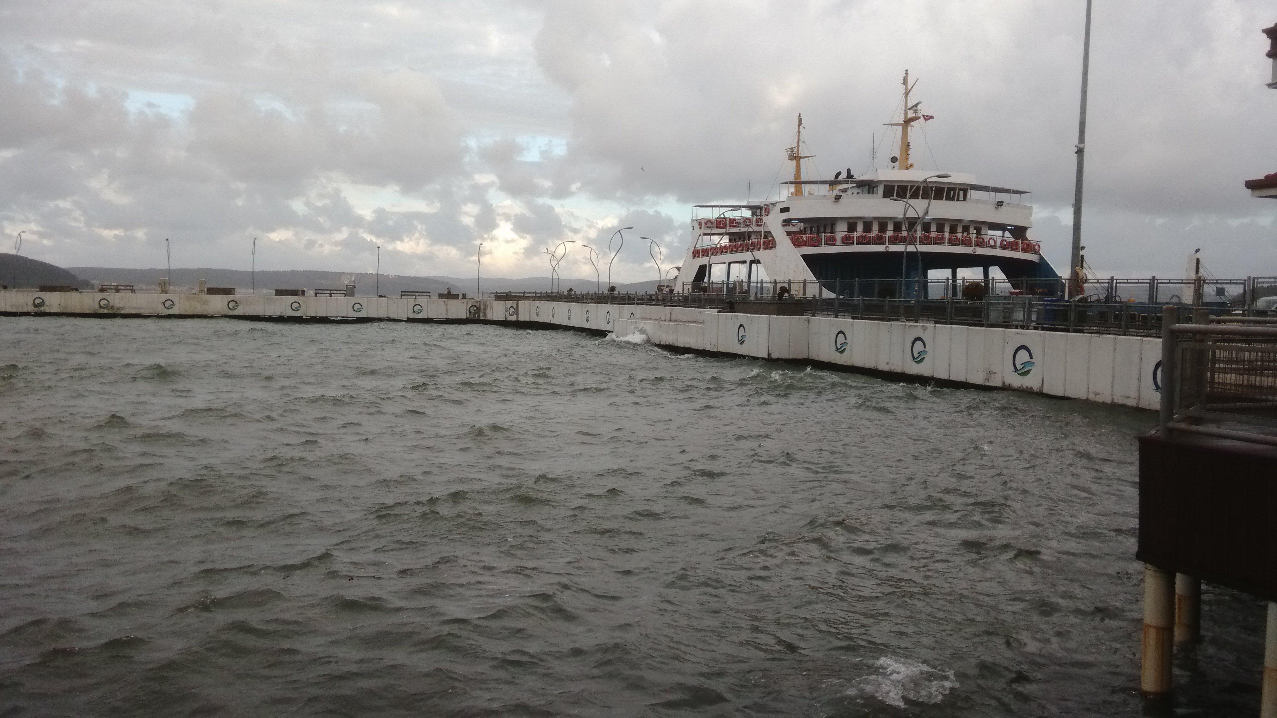 Eceabat Feribotu Limanda Bağlı